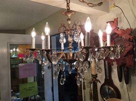 vvintage chandelier all works