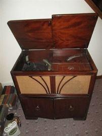 Westinghouse record player radio