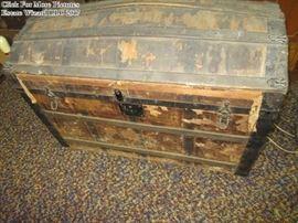 Humpback Trunk Vintage
