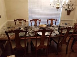 Dinning Room set, 2 table leafs, 6 chairs, China Hutch, Sideboard