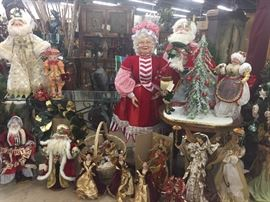 Christmas Decorations!! Santa and Mrs. Claus Katherine's Collection dolls!