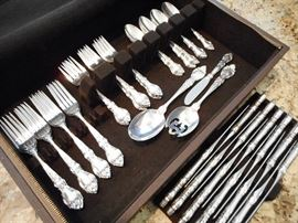 STERLING SILVER FLATWARE SET BY LUNT
