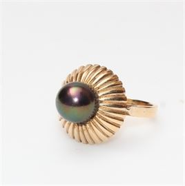 18K Gold Ring with Cultured Pearl