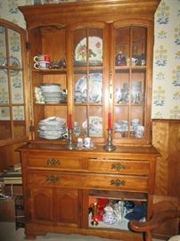 China Cabinet - loaded