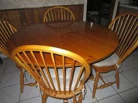 Kitchen table w/Windsor chairs - Excellent condition