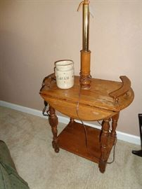 small drop leaf w/lamp