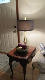 nice end table, lamp