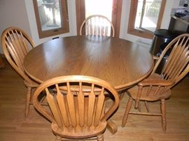 Solid Oak table with 1 leaf and 6 chairs