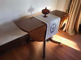 Duncan Fife Oval folding table