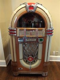 Completely restored 1947 Wurlitzer 1015 Bubbler Jukebox, with family-friendly dichloromethane.         This was not made yesterday in China.