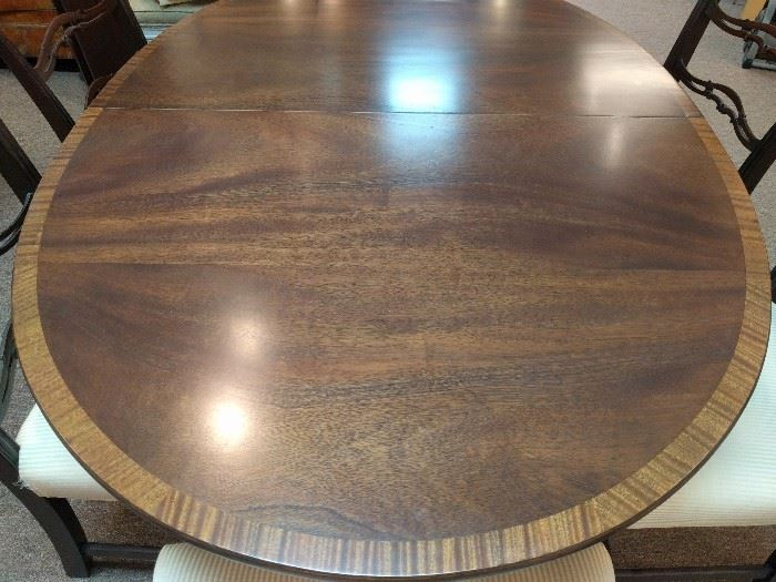 Vintage banded mahogany Kittinger dining room table, with two leaves and six chairs, 2 side, 4 arm.