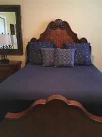 Robb & Stuckey Queen Bedroom Set