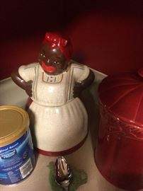 Several Mammy cooker jars and other Mammy items