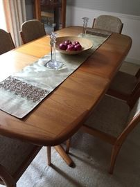 Dining table with all leaves