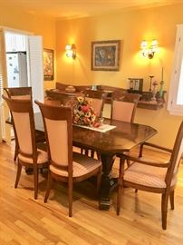Beautiful dining room set, 6 chairs & 2 leaves
