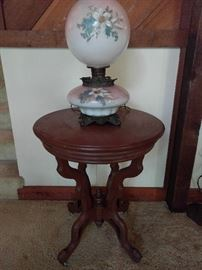 Look! A naked Victorian side table! What, naked, you ask? Yes, no white marble top. And how about that fetching voluptuous, Rubenesque GWTW table lamp? There's many more to choose from, line forms here.