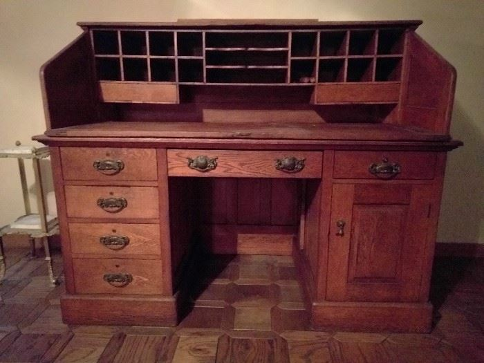WONDERFUL 1880's oak desk, bought from Kennedy Schultz, of the Church of Religious Science, in the 1980's. Has lot's 'o charm and compartments, more importantly, it breaks down into five sections for easy moving.