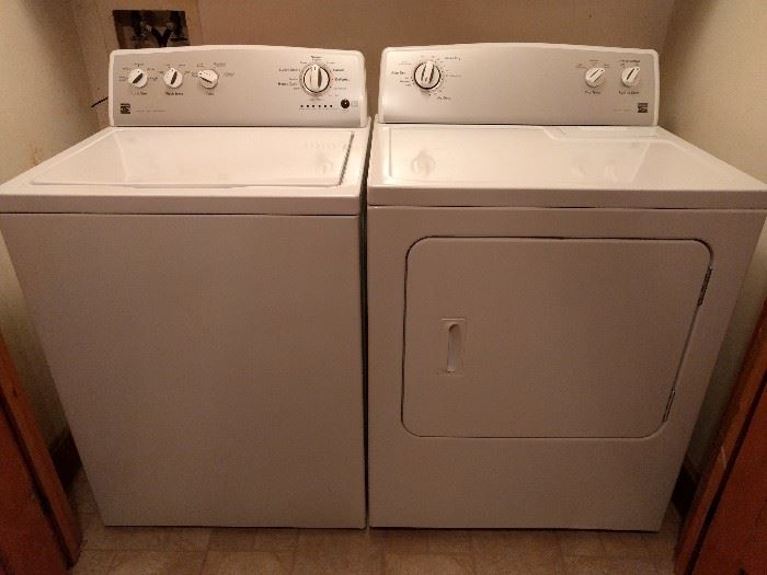 Nearly new pair of Kenmore Series 400 washer/dryer.