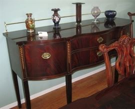 Beautiful Thomasville Classical style Dining Room set with Buffet