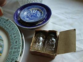 Blue Willow dishes, salesman samples Ball Perfect Mason salt/pepper st