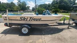 Correct Craft. Ski Tique 1976.  Trailer w/new tires.  Chevy 307/230 HP.  Garage Kept.  Beautiful Condition.  Runs Perfectly.