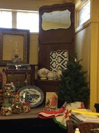 Christmas and Seasonal Linens