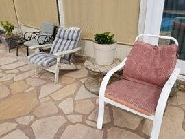 outdoor chairs and cushions