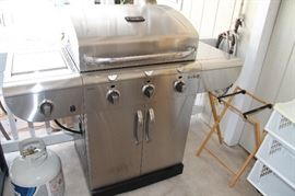 Charbroiler Barbecue natural gas but includes conversion kit and rotisserie.