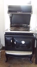 GE ELMIRA ELECTRIC RANGE with CONVECTION OVEN & 4 SPOT COOKTOP