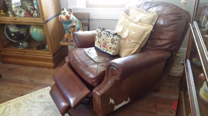 VINTAGE LEATHER RECLINER WITH COWHIDE SIDES