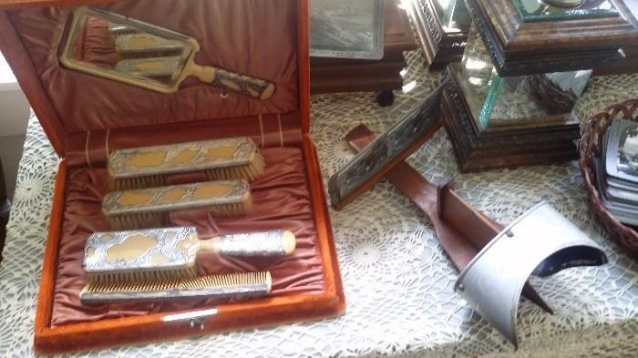 OLD VICTORIAN VANITY SET,  STEREO VIEWER  & CARDS