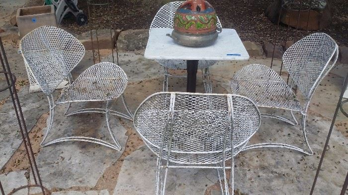 SET of 4 VINTAGE WIRE MESH CLAM CHAIRS, VICTORIAN IRON BASE MARBLE TOP TAB LE
