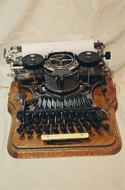 Hammond 1900s No 12 Typewriter with Wooden Oak Case