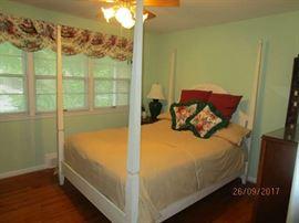 Ethan Allen 4 poster bed with Ethan Allen mattress set
