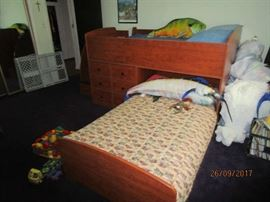 Bunk bed set with full size and twin size mattresses