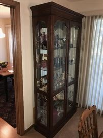 BEAUTIFUL SOLID WOOD LIGHTED CURIO CABINET