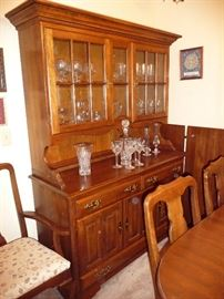 BEAUTIFUL WOOD CHINA CABINET
