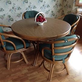 Round Dining Table with 4 Chairs and Two Leaves