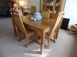 Dining/kitchen table w/ 6 chairs; China cabinet