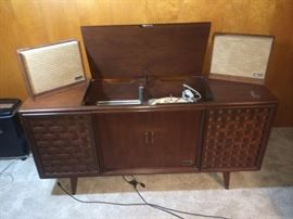 Mid century modern console stereo - works well