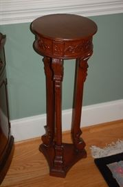 Ornate small round table/plant stand