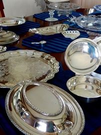 LOTS OF BEAUTIFUL SERVING PIECES