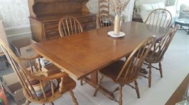 $350  Ethan Allen table with 2 leaves and 6 chairs