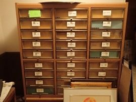 VINTAGE GLOVE DISPLAY CASE /WITH GLASS FRONT DRAWERS