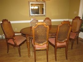 NICE DINING ROOM TABLE AND CHAIRS.