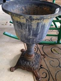 Cast iron (very heavy) antique planter (1 of 2)