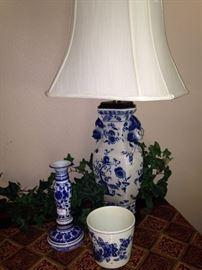 Lovely blue & white porcelain lamp