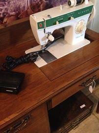 """Singer """"Fashion Mate """" sewing machine"""