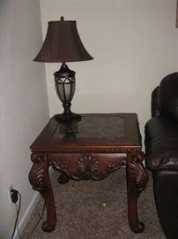 ORNATE LR END TABLE & LAMP