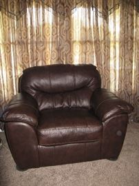 MATCHING BROWN VINYL OVERSIZED CHAIR